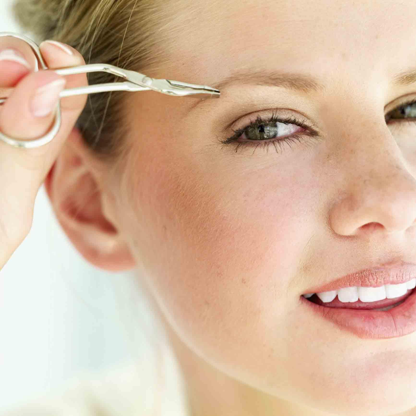 Выщипывание волосков пинцетом