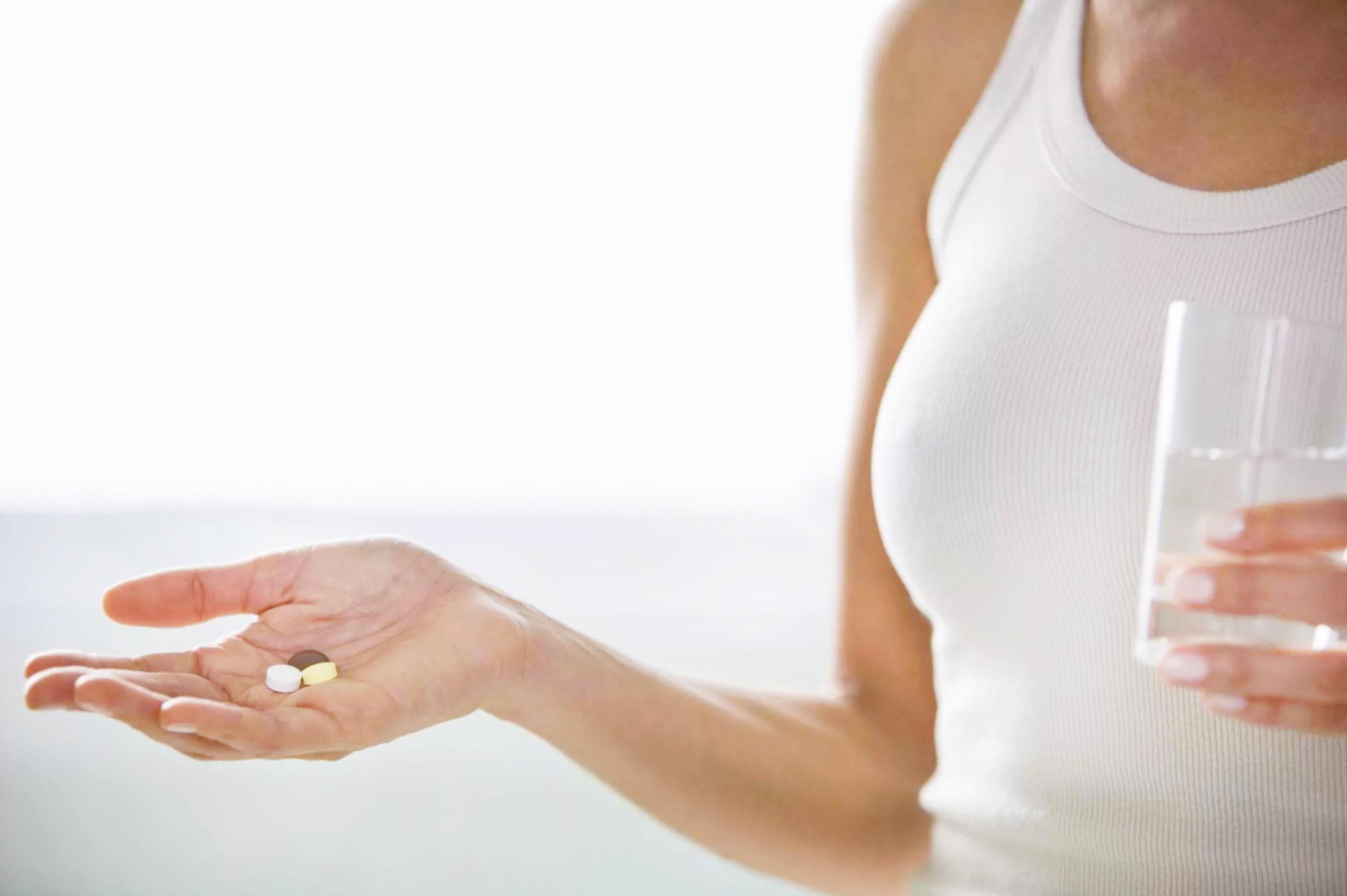 Прекратить прием препаратов влияющих на свертываемость крови перед процедурой